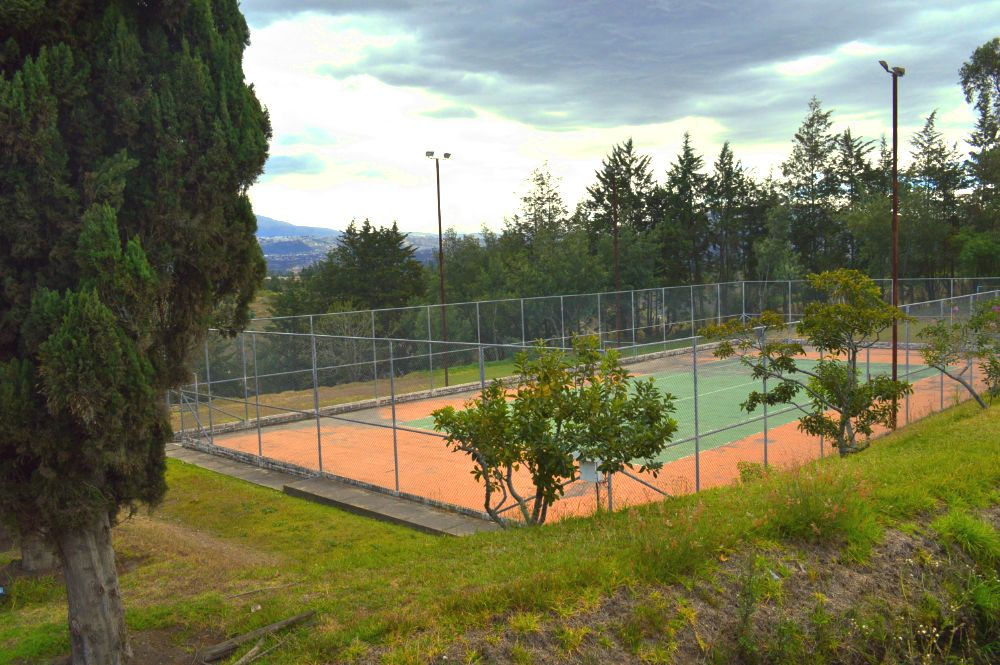 tennis-court-hotel-airport-quito